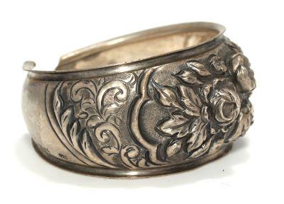 24 Ayar Altın ve Gümüş Çiçek Desenli Kakma Bilezik, Siyah