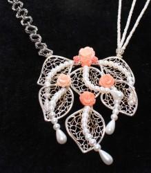 925 Ayar Gümüş Yapraklar ve Mercan Çiçekli İnci Kolye - Thumbnail