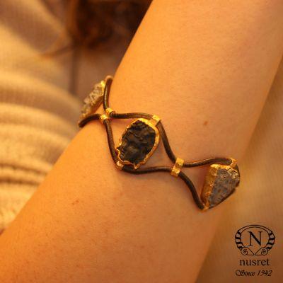 24 Ayar Altın Seramik Taşlı Antik Deri Bileklik