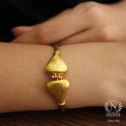 24 Ayar Altın Dövmeli Üçgen Model Kahverengi Deri Bileklik - Thumbnail